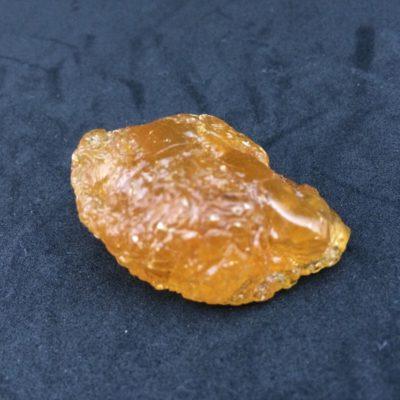 アンバーはエネルギーの流れを綺麗にし金運を呼ぶ天然石