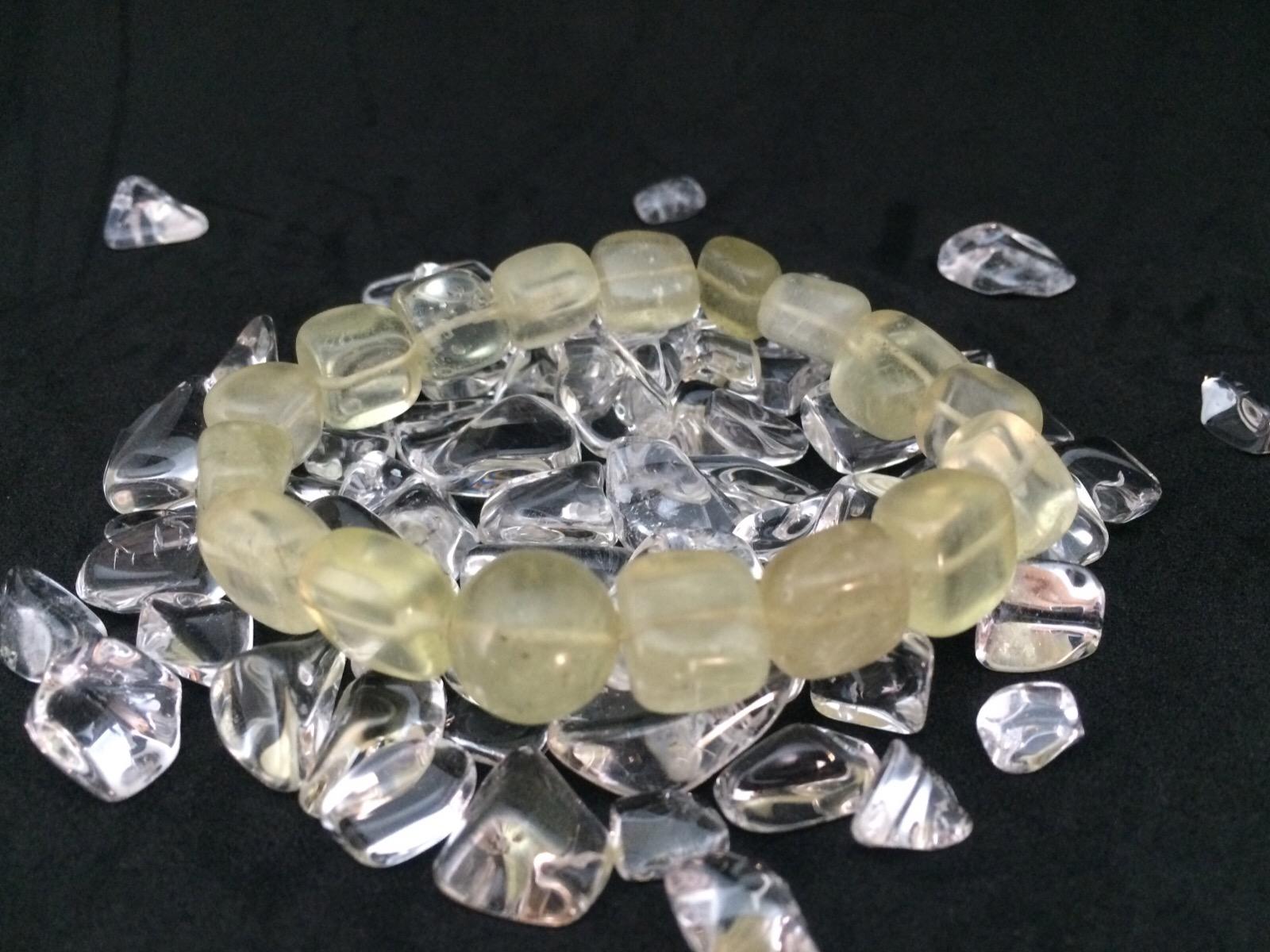 リビアングラスは宇宙のエネルギーと未知のパワーを持つ天然石
