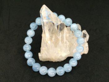 アクアマリンは幸せを象徴し人に好かれるパワーのある天然石