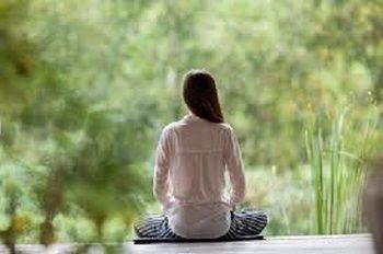 パワーストーンと瞑想の組み合わせで不安な気持ちを整える